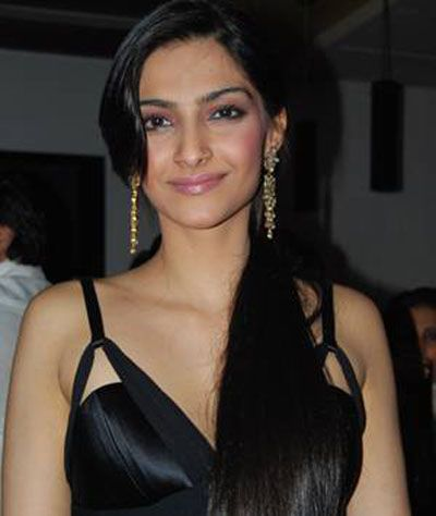 Sonam Kapoor Players Glamorous Wallpaper