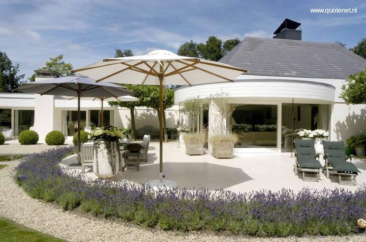 Arquitectura de casas jardines de villa y arquitectura - Jardines interiores en casas modernas ...