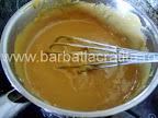 Prajitura cu foi Preparare reteta crema caramel - amestecam cu telul