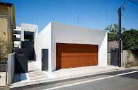 foto de fachada de casa moderna con cochera en fachada