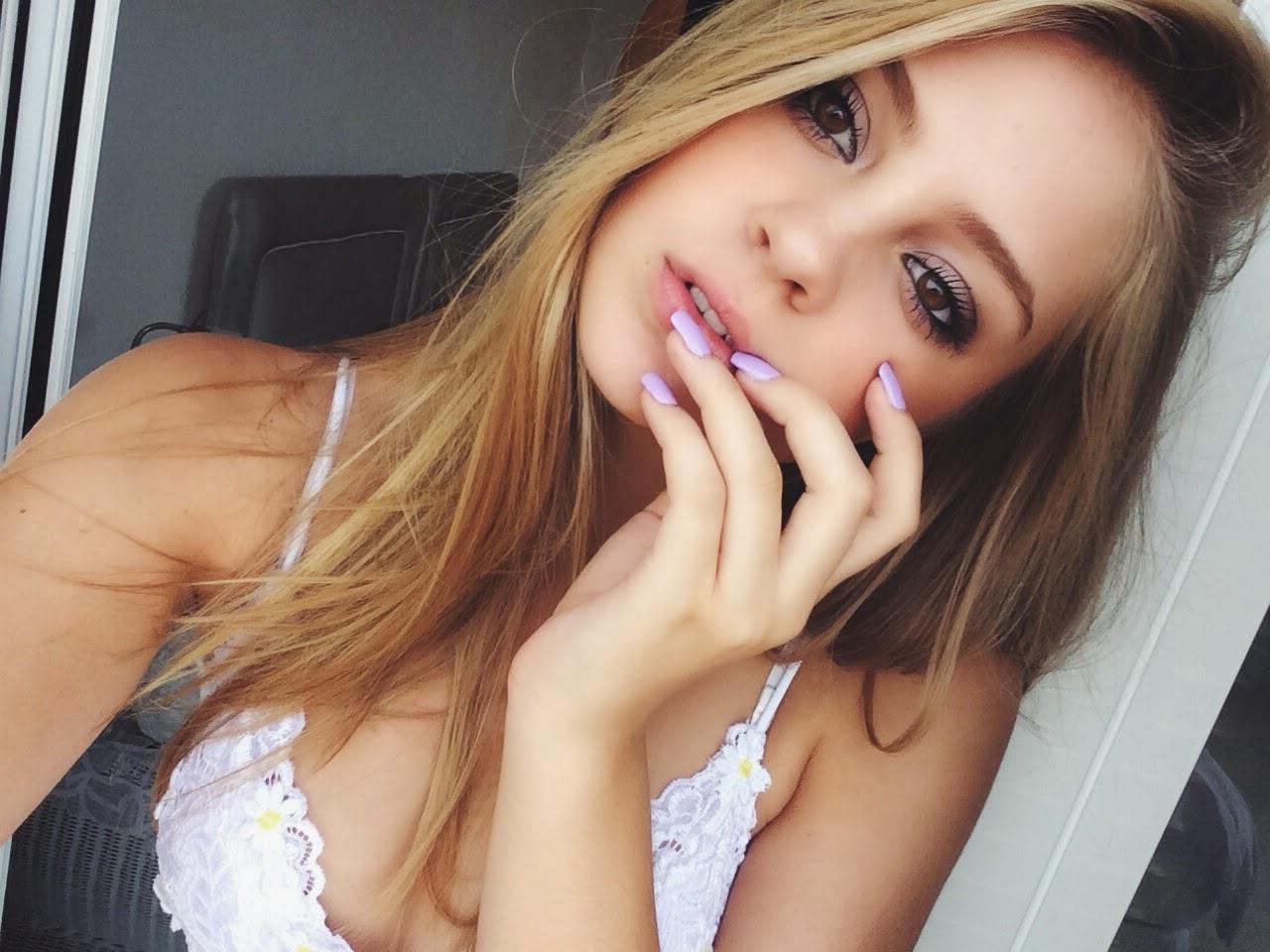 Em gái da trắng xinh như thiên thần khoe ngực căng tràn nhựa sống