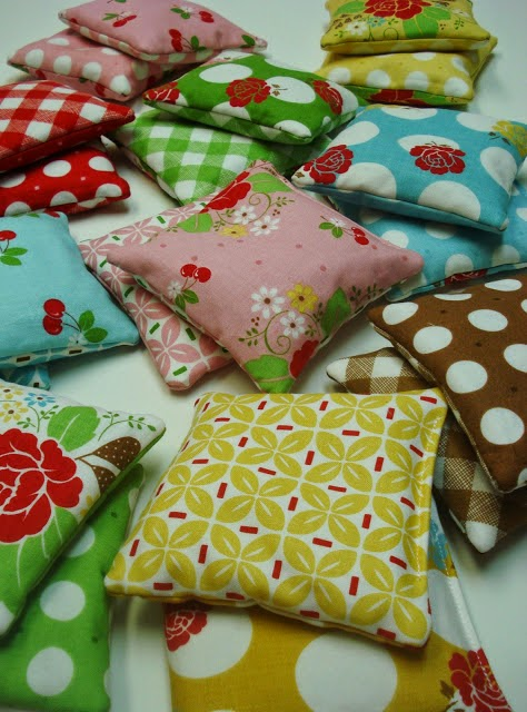 http://beeinmybonnetco.blogspot.com/2012/01/hotcold-bags-tutorial.html