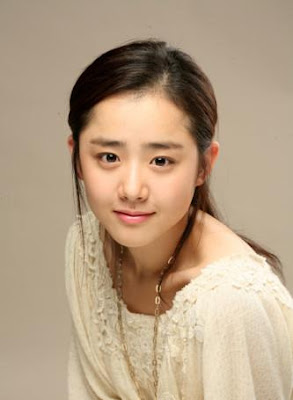 Artis-Artis korea Yang Paling Cantik Moon Geun Young