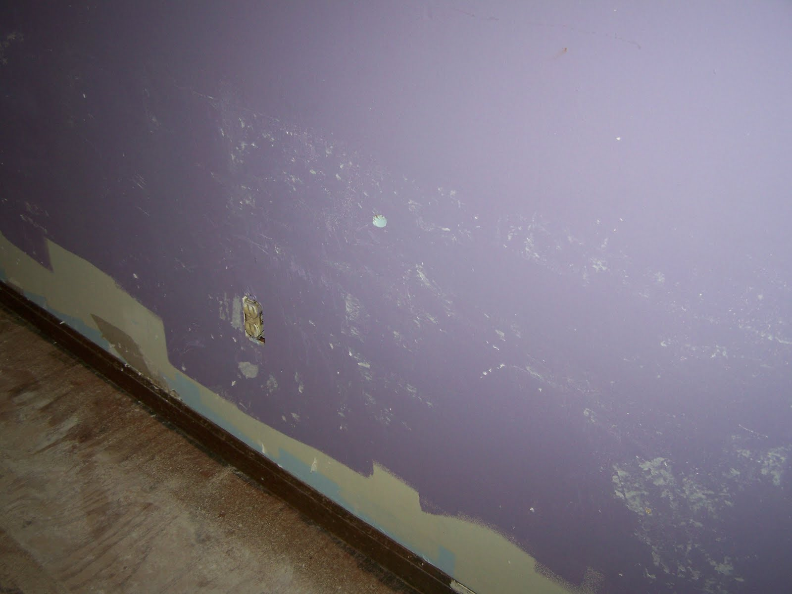 http://3.bp.blogspot.com/-Sdj1cF56qQU/TlJ2WWFpIOI/AAAAAAAAALA/1D0EULjguic/s1600/guest+room+wallpaper+removal+2.jpg