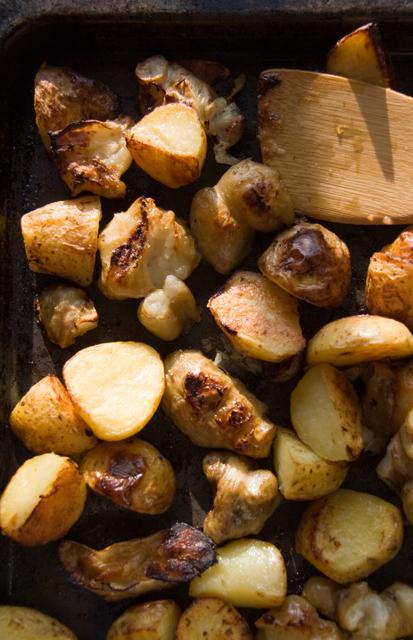 Pieczone bulwy: ziemniaki i topinambur
