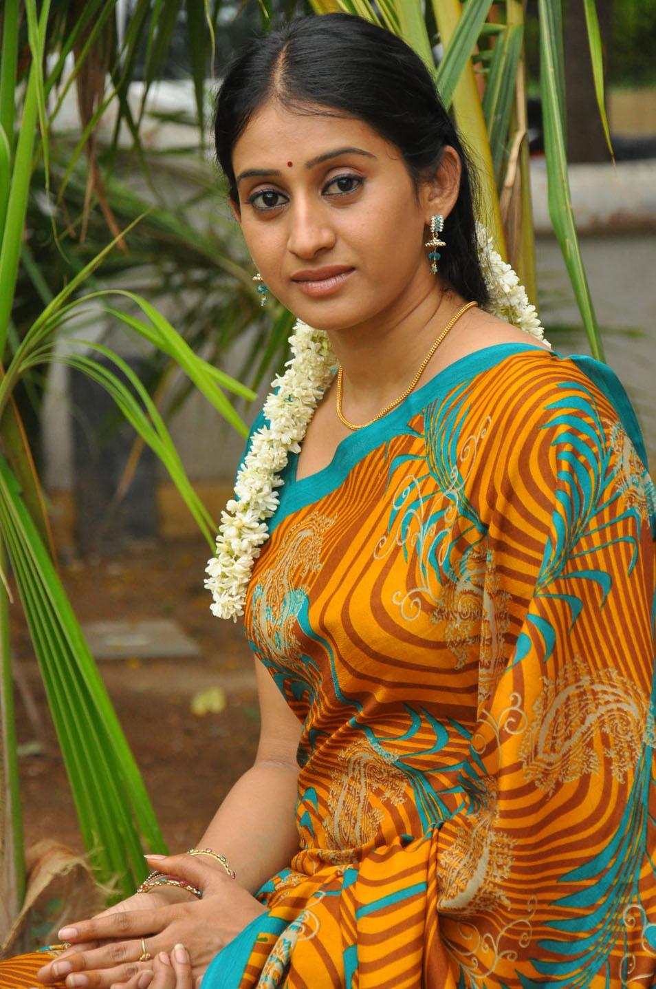 https://www.ragalahari.com/actress/167108/chandana