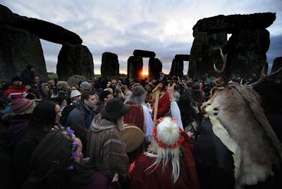 Gambar | Perayaan Winter Solstice di Stonehenge | Upacara Kaum Pagan