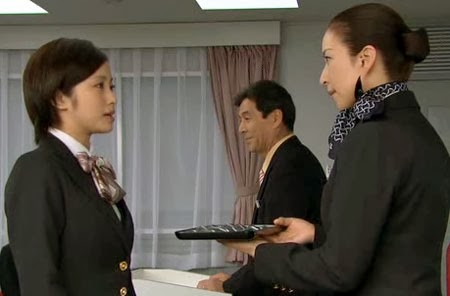 Misaki returns her trainee badge to Mikami.