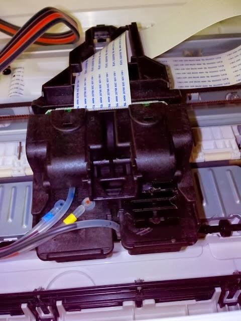 cartuchos conectados a las mangueras de un sistema de tinta continua impresora canon pixma mg2410