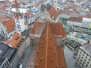 Victualienmarkt y Peterskirche desde las alturas.
