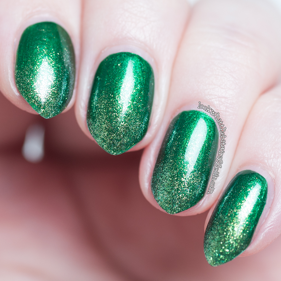 Zoya Holly and Apple gradient nail polish mani