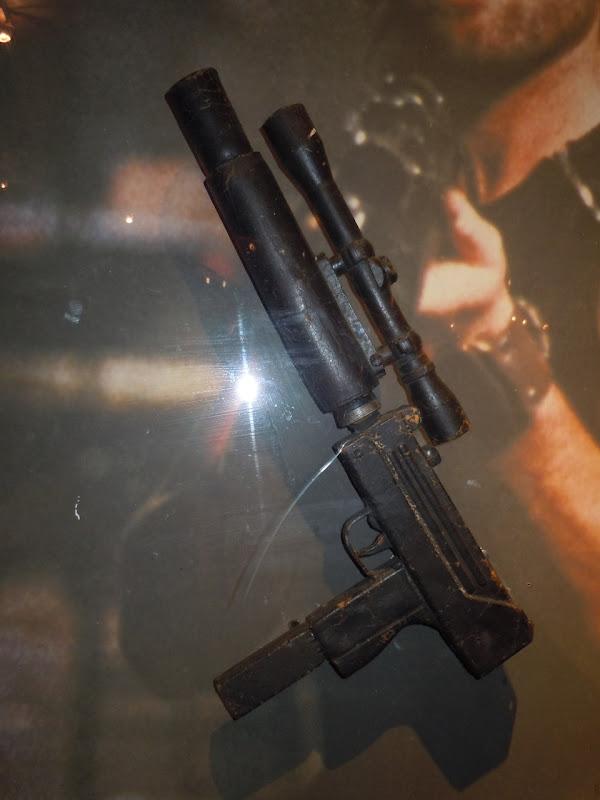Snake Plissken machine gun prop