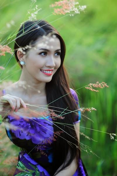 Phan Thi Mo flying robe over grassland