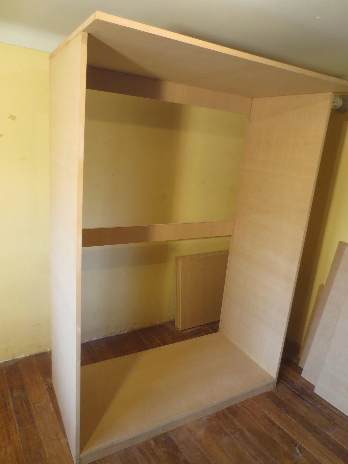 Decoraciones manualidades en madera como hacer un ropero for Modelos de zapateras en closet