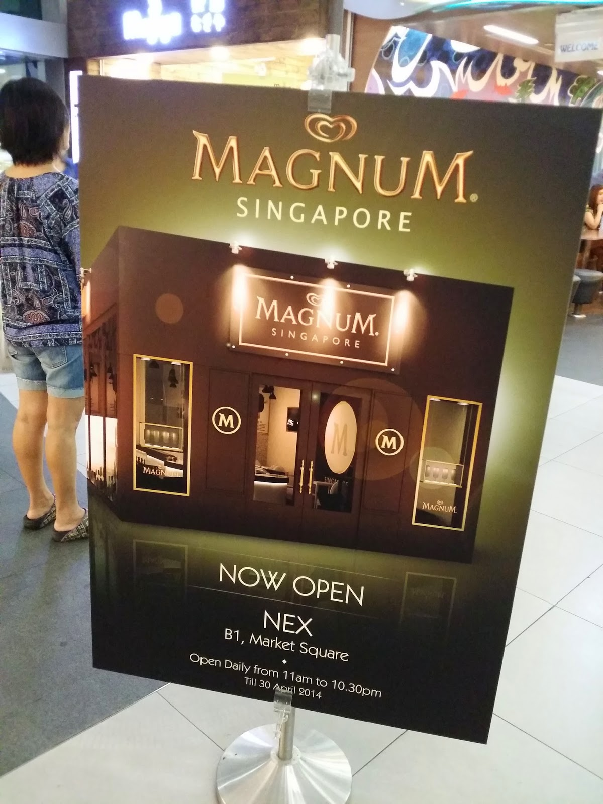 The world in and out of merry berries magnum pop up store for Magnum pop up store