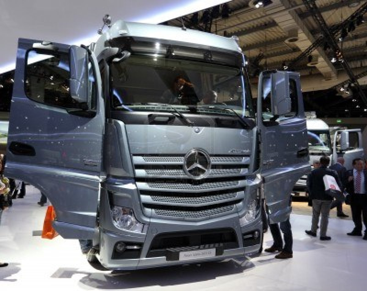 Autominder artros new model truck the new aerodynamic cap for The new mercedes benz truck