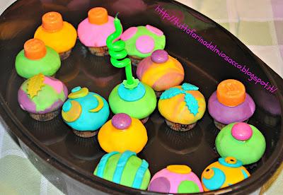 8-mini cupcakes & apple cupcakes