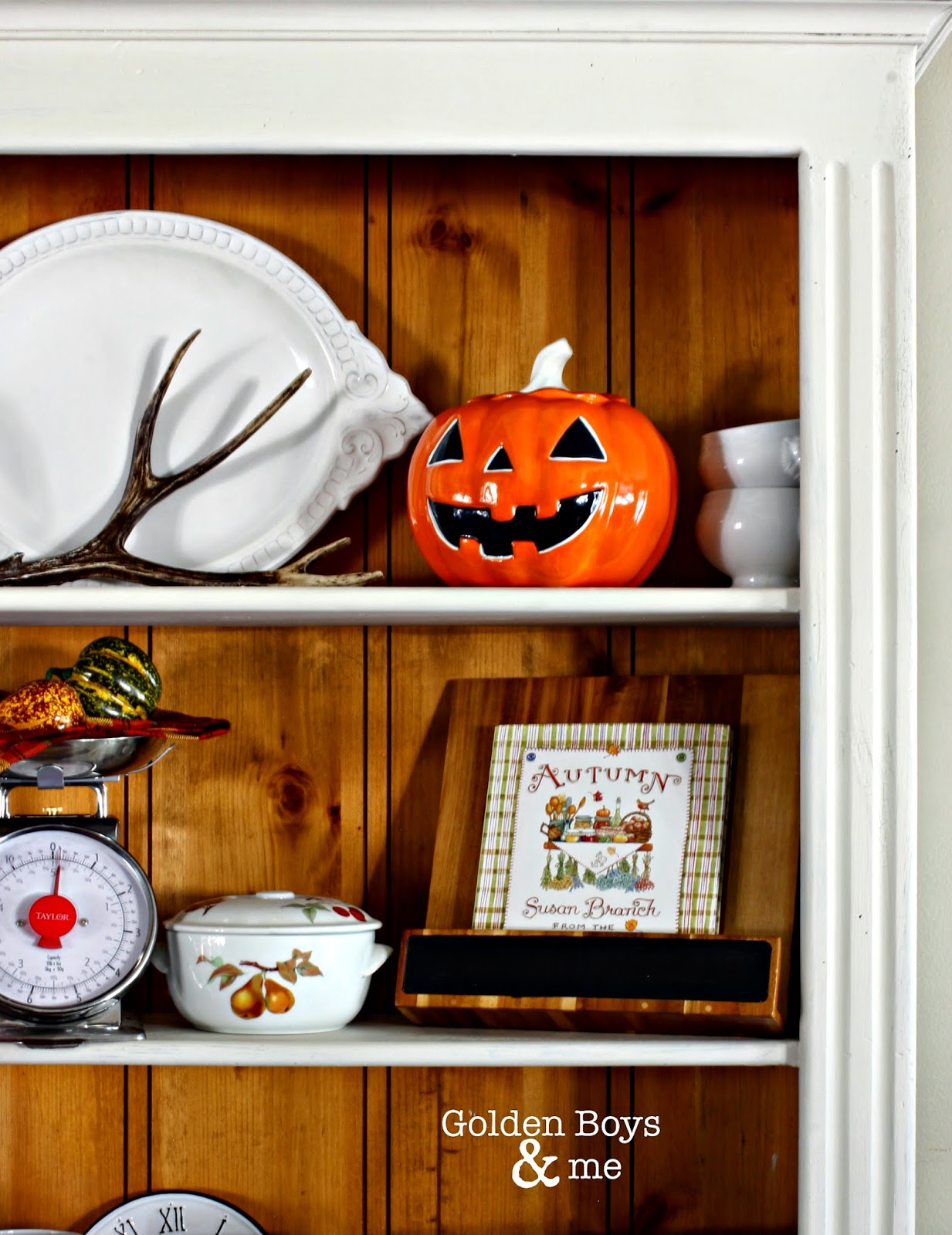 Fall hutch with pumpkin cookie jar-www.goldenbobysandme.com