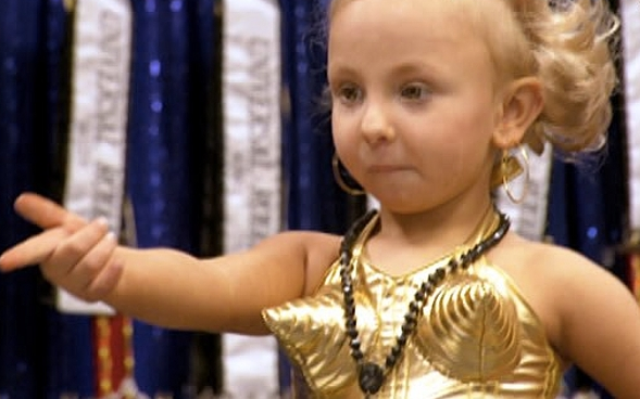 http://3.bp.blogspot.com/-Sg0BYlylEO8/Te5UXPX3auI/AAAAAAAABBQ/TMXps0baZGQ/s1600/Toddlers-and-Tiaras-Mia.png
