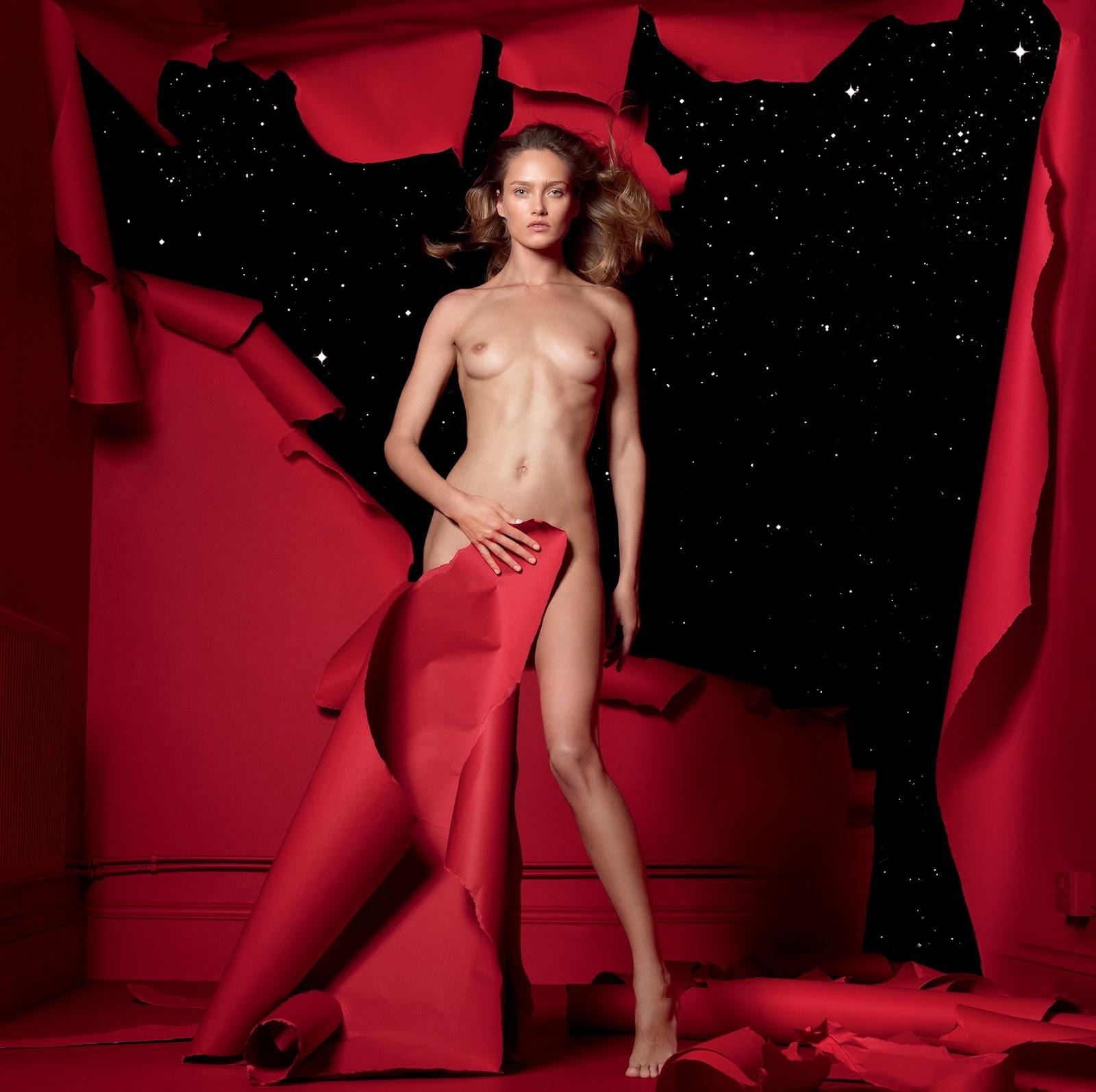 Эротика на красном 21 фотография