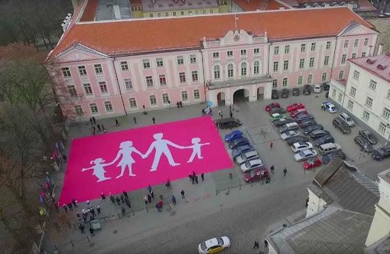 Estonianos enviam grande mensagem aos políticos: a família é a base da nossa nação