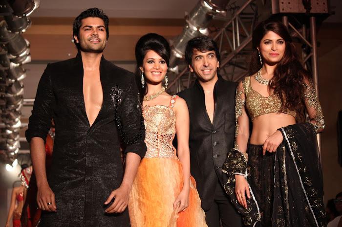 parvathy omanakuttanganesh venkatraman @ fashion actress pics