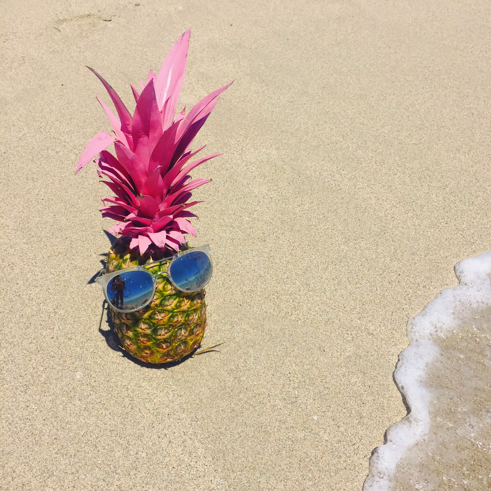 painted pineapple, beach decoration, how to decorate with pineapples