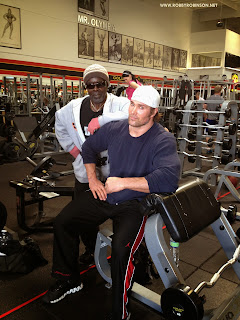 ROBBY ROBINSON AND MIKE O'HEARN HEAVY TRAINING AT GOLD'S, CA 2013 ● www.robbyrobinson.net//master-class.php ●
