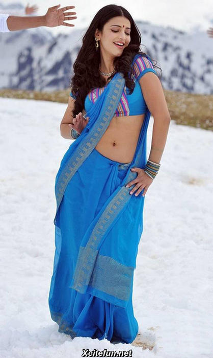 Shruthi Hassan sexy blue sari - (2) - Shruti Hassan: The Blue Sari