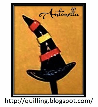 Looking for that quilled witches hat? Check out these instructions to make this quick and easy quilled witches hat by Antonella at www.quilling.blogspot.com #quilling #filigrana #free #witch #Halloween