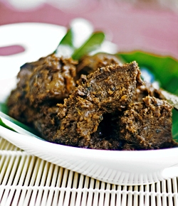 how to make indonesian beef redang with Turmeric Leaves, Asam Kandis, Galangal, Gingerm Kaffir Lime Leaves, Lemongrass, Cayenne Pepper