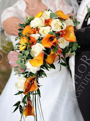 Csepp menyasszonyi csokor narancs kálából, fréziából és fehér rózsából