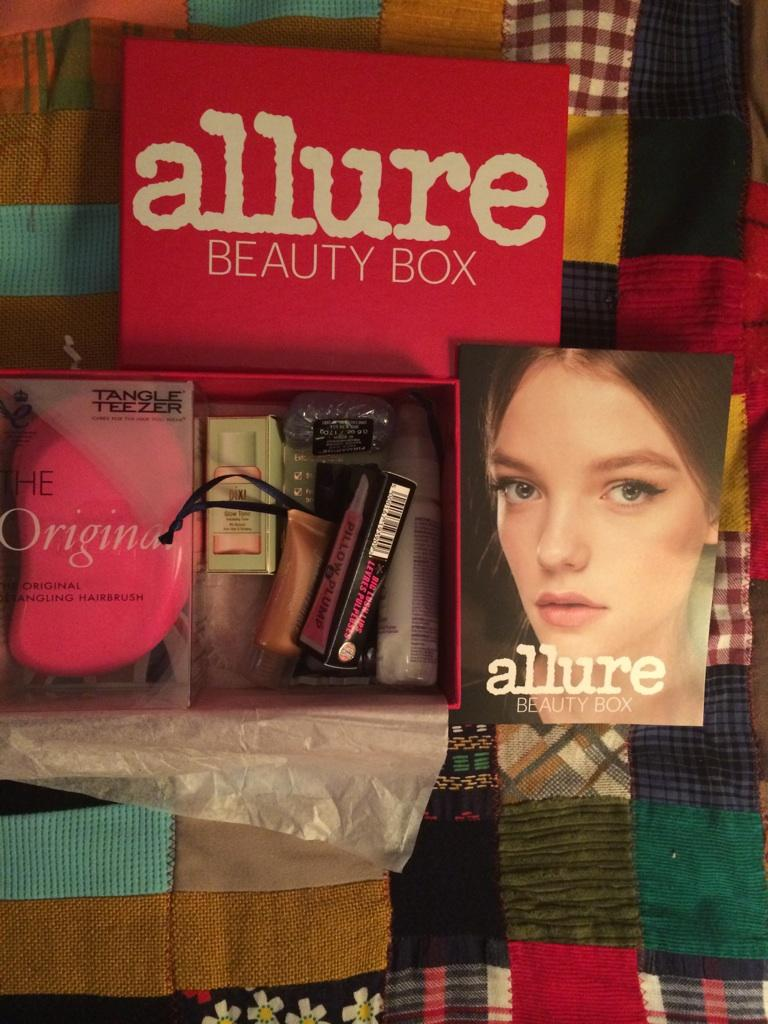 Trenches Of Mommyhood Allure Beauty Box September 2015