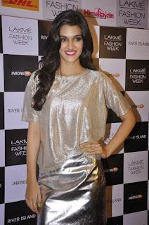 Kriti Sanon Stunning slim beautiful elegant on the ramp in White Designer Gown   Dilwale Actress Kriti Sanon