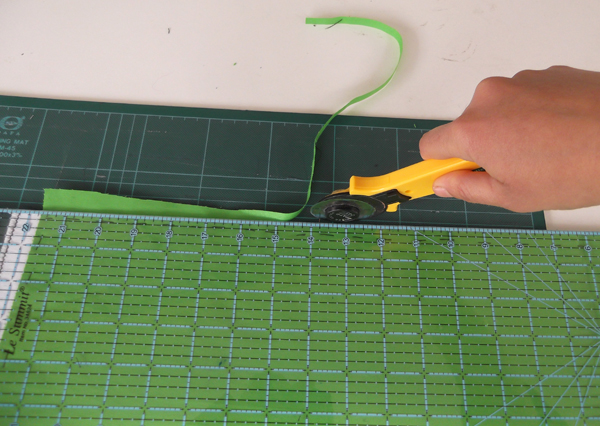 roller cutter, quilting materials, quilter's ruler, cutting mat,