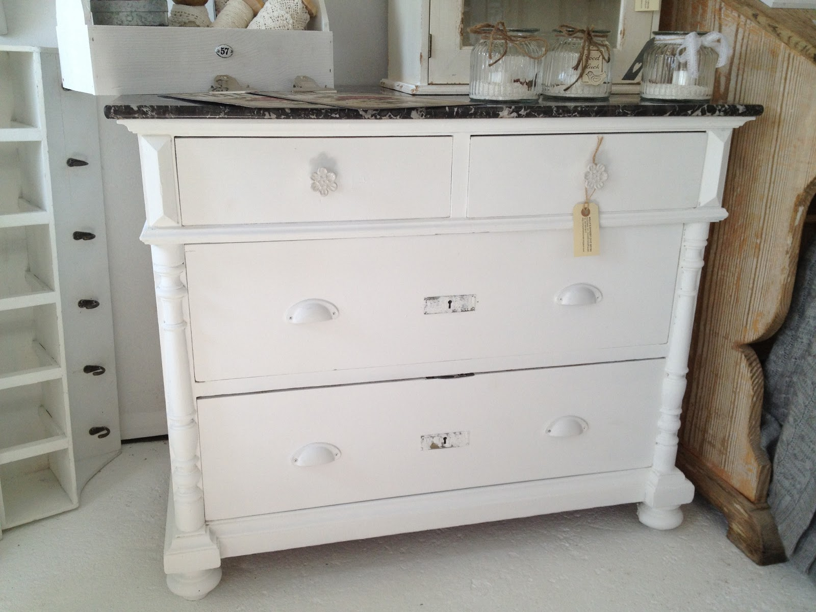 willy 39 s shabby chic schaffhausen neues in arbeit buffet und kleines. Black Bedroom Furniture Sets. Home Design Ideas