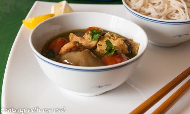 Curry verde tailandez, cu pui si legume