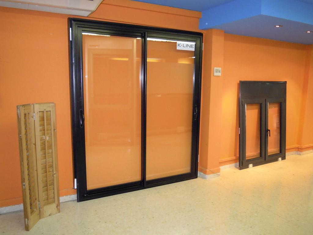 Mosquiteras correderas enrollables fijas cerramientos for Puertas para terrazas