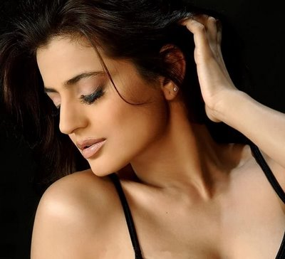 Photoshoot Of Hot Bollywood Actress Amisha Patel Stunning