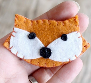 http://translate.googleusercontent.com/translate_c?depth=1&hl=es&rurl=translate.google.es&sl=auto&tl=es&u=http://www.dosmallthingswithlove.com/2014/04/felt-fox-brooch.html&usg=ALkJrhjNm5GbRRTjcRS6Zt3RL0ZY88ll9Q