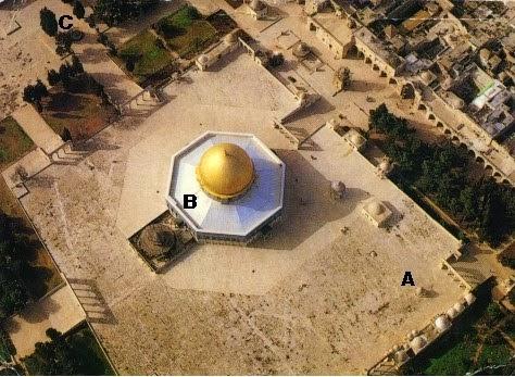 A hingga C adalah tempat yang diyakini dimana Bait Kedua pernah berdiri,  sedangkan B adalah Kubah Shakhrah