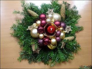 Amatorski stroik świąteczny na stół
