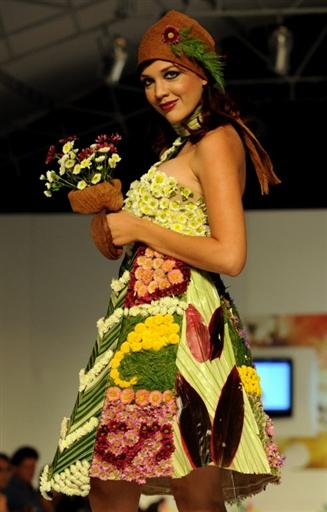 платья из живых цветов экомода