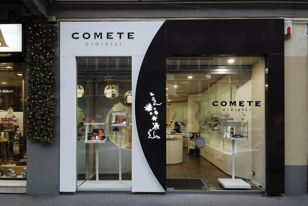 design ideas lined up in a romantic way comete jewelry store in