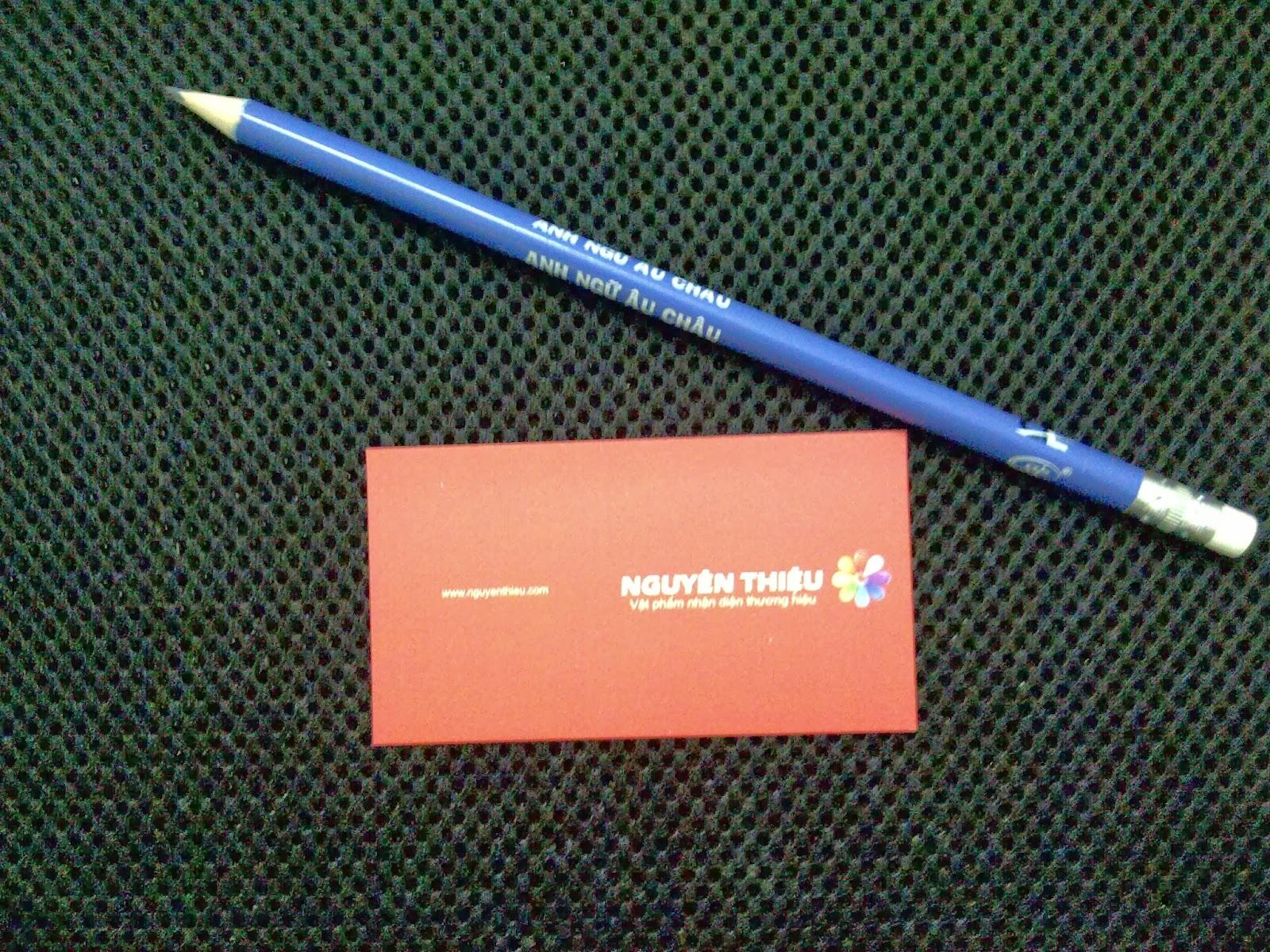 bút chì tam giác in logo