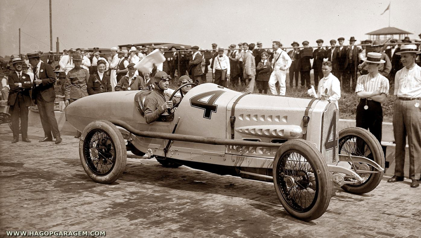 Vintage race cars and gallery