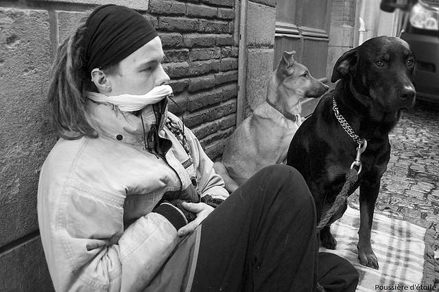 15 fotos encantadoras mostram o amor dos moradores de rua por seus cachorros