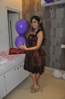 Madhavi Latha Pictures at Naturals Salon Launch  0002.jpg