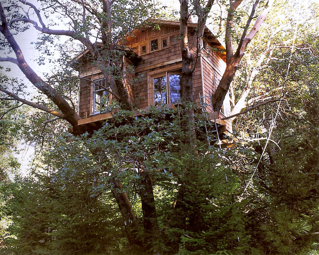 Fauna decorativa casa en un rbol tree house for Hotel con casas colgadas de los arboles