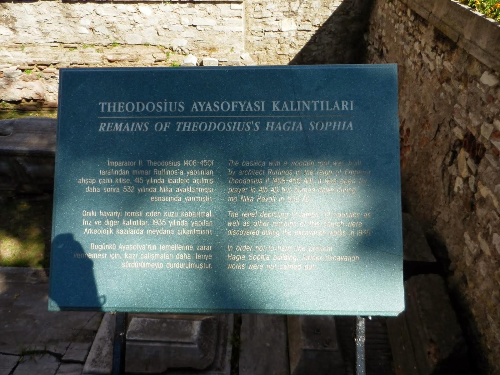 Информационная табличка, котлован, место раскопок, Собор Святой Софии, Стамбул, Константинополь, причина остановки раскопок